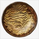 黄釉流描鉢